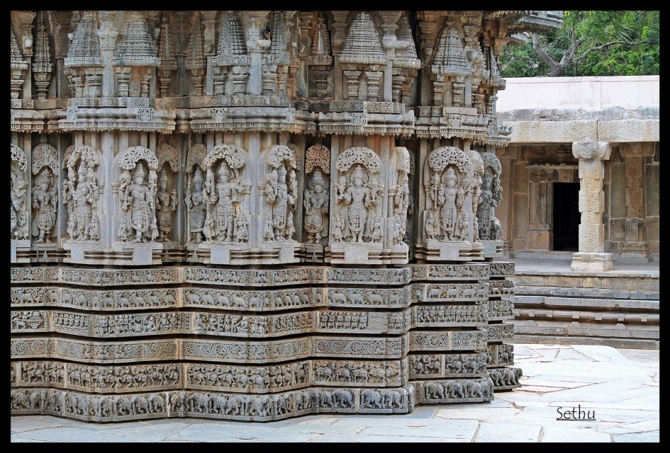 Images of gods and goddesses on the outer wall images for Outer wall design architecture